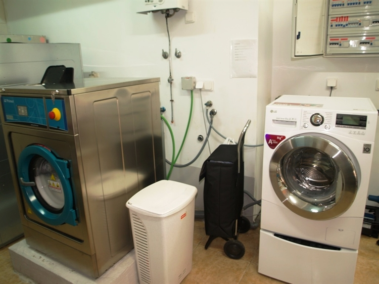 fully equipped launderette fuengirola - 12