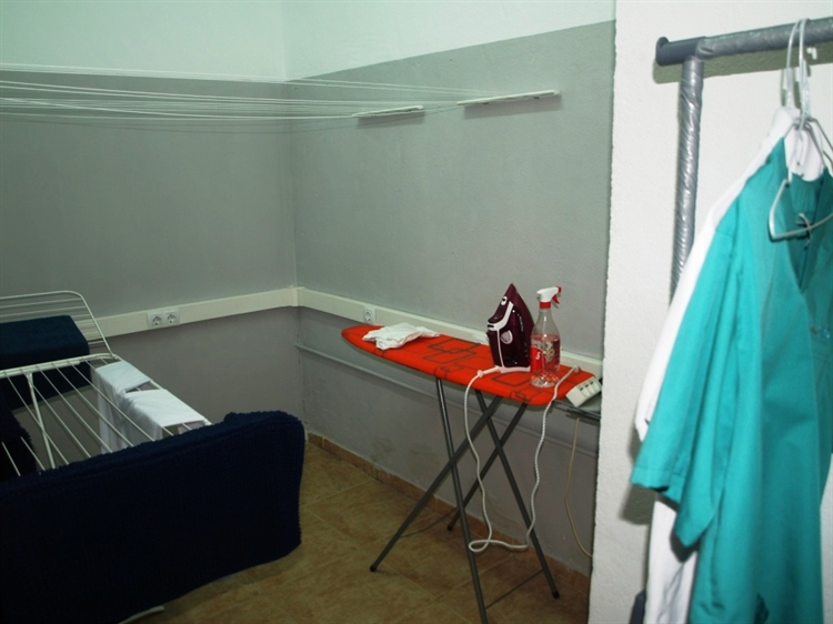 fully equipped launderette fuengirola - 8