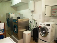 fully equipped launderette fuengirola - 3