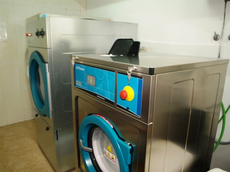 fully equipped launderette fuengirola - 11